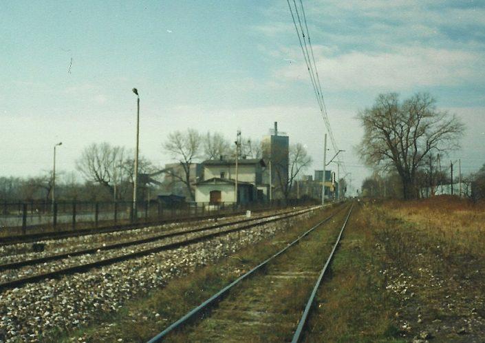 Dworzec i kopalnia w tle.